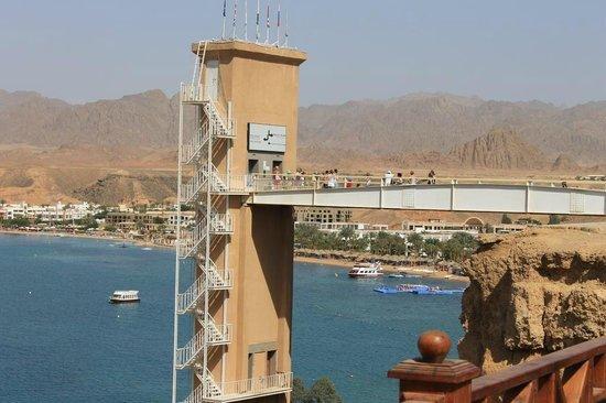 Beach Albatros Sharm: лифт на пляж