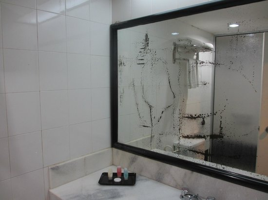 Wana Riverside Hotel: Bathroom2