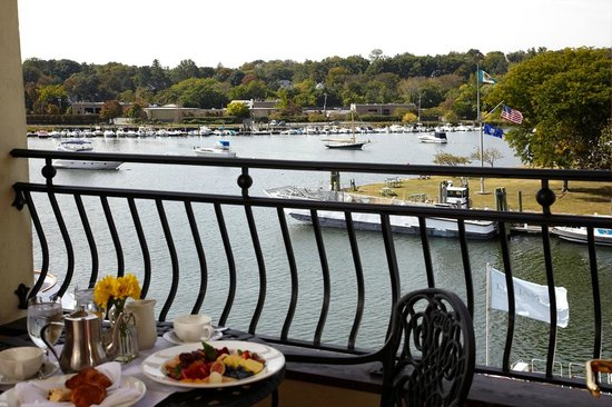 Delamar Greenwich Harbor Hotel: View from a Deluxe Harbor View Room