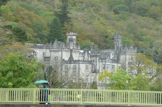 Kylemore Abbey & Victorian Walled Garden: Close-up of Kylemore Abbey from parking lot