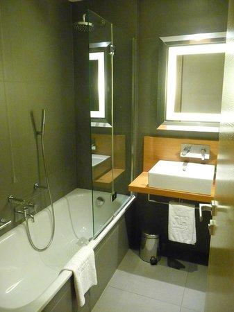 NH Pisa: salle de bain
