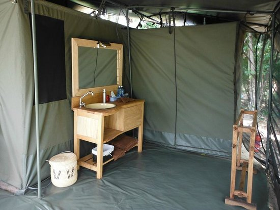 Enkewa Camp : bath room bush camp