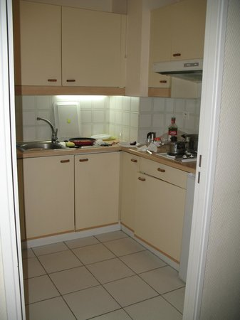 ResidHotel Villa Maupassant: cucina funzionale completa di stoviglie e pentole