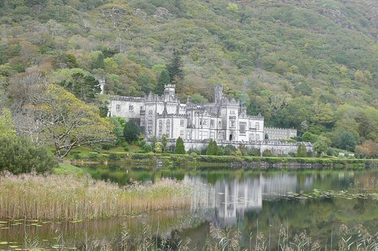 Kylemore Abbey & Victorian Walled Garden: Kylemore Abbey from parking lot