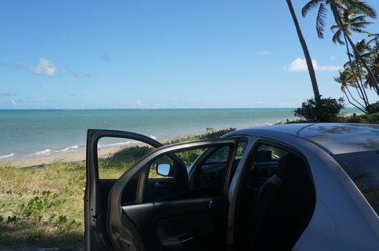 Praia do Patacho: Vista da estrada de terra, é possível chegar de carro literalmente a 10m da praia