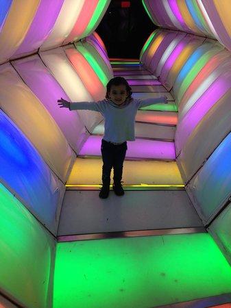 Museo de los Ninos (Children's Museum) : Tunel de coleres!!
