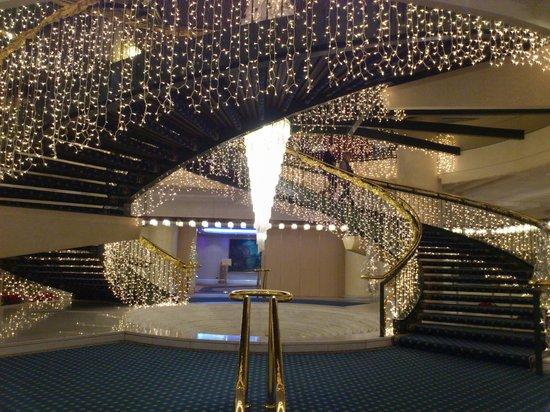 Rome Cavalieri, Waldorf Astoria Hotels & Resorts: Escalier mythique