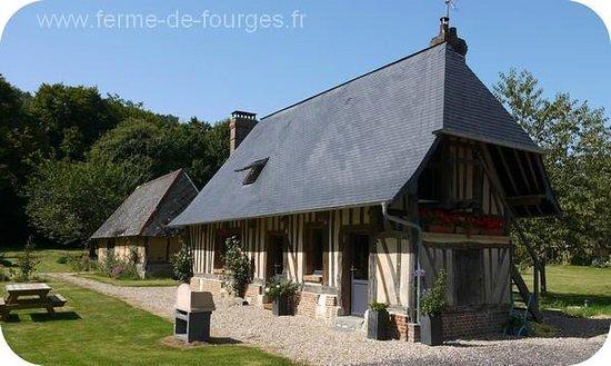 Domaine de la Ferme de Fourges: L'ancienne écurie avec cheminée