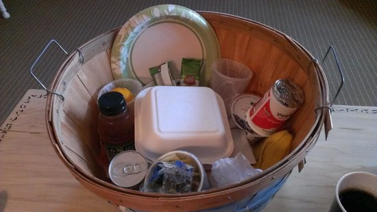 Sandaway Waterfront Lodging Suites and Beach: Breakfast Basket
