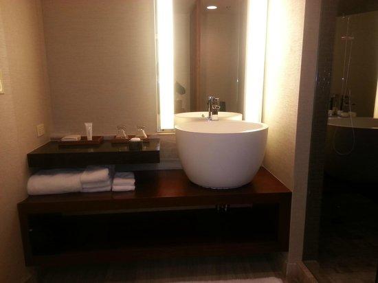 Nobu Hotel at Caesars Palace: Vanity Area