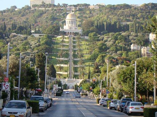 The Colony Hotel Haifa: Base of the hotel looking up