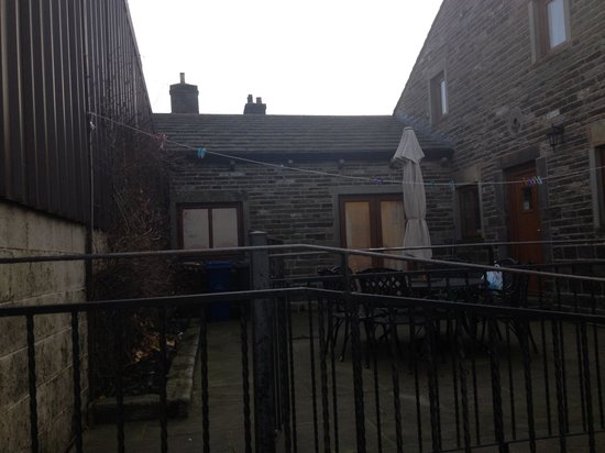 """Lazy Daisy's Luxury Holiday Cottages: The huge courtyard for daisy cottage """"shared""""a great outdoor space"""