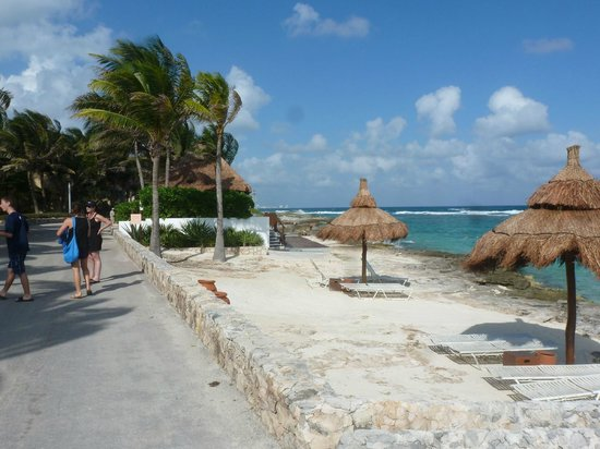 Club Med Cancun Yucatan: The path between sailing and the snorkeling shack