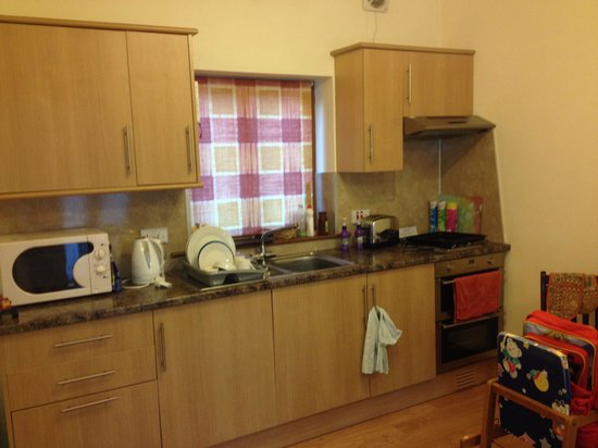 Lazy Daisy's Luxury Holiday Cottages: A great sized kitchen with all cutlery,crockery,everything you could need.