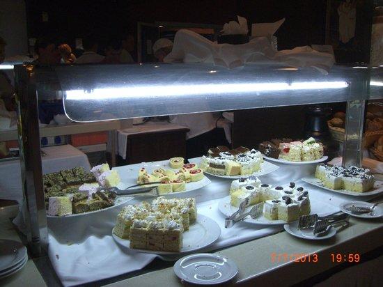 Hotel Montenegro Beach Resort : Сладкое на ужине
