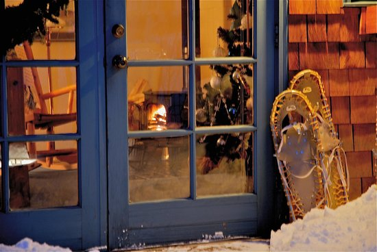 Romantic RiverSong Bed and Breakfast Inn: Snuggle & Snowshoe