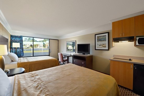 Travelodge Hinesville : Double bed with kitchenette