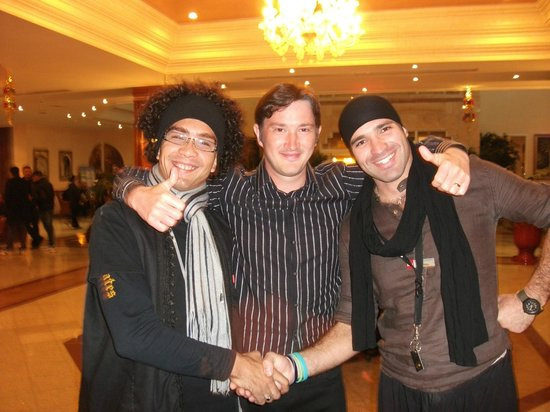 Concorde Hotel Marco Polo : With some of the entertainment team