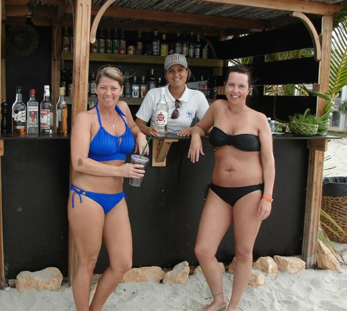Hotel Meliá Marina Varadero: with our favourite bartender  ..xxx make s the best Pina Coldas