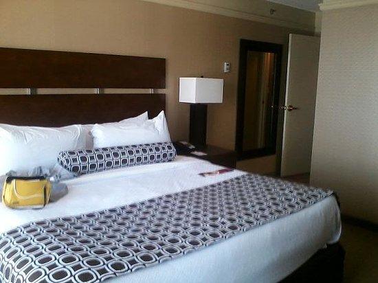Crowne Plaza Hotel Kansas City Downtown: bedroom