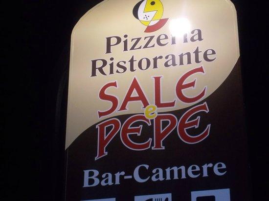 Ristorante Sale & Pepe : Insegna esterna