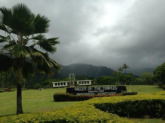 Hawaiian Style Rentals & Sales: Valley of the Temples, north