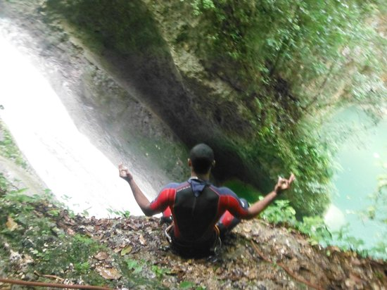 Swell Surf Camp : cliff Jumping-Rappelling with Kayak River Adventures