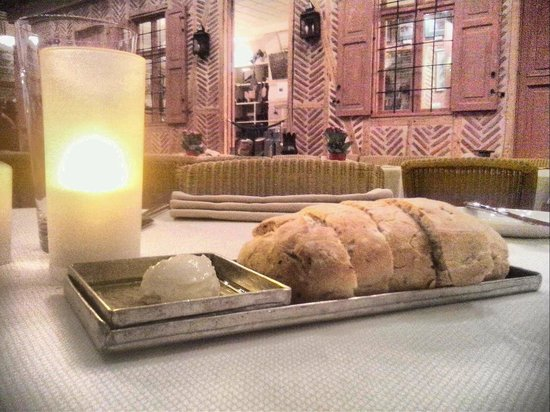 Divan Cukurhan: bread in restaurant