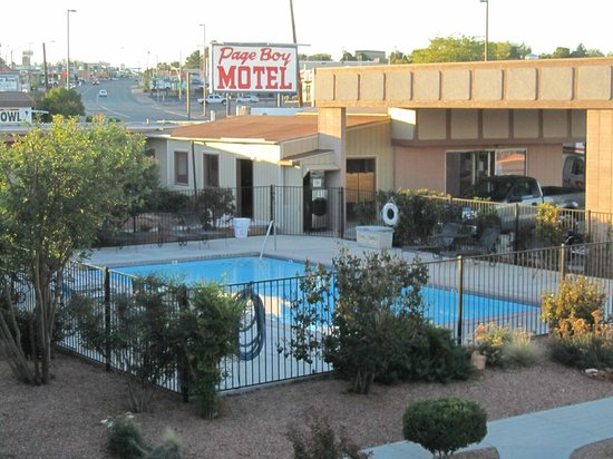 Page Boy Motel: Pool Area
