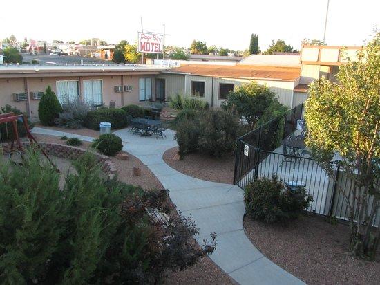Page Boy Motel: Garden