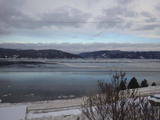 Auberge la Fjordelaise: Vue sur le Fjord de Saguenay