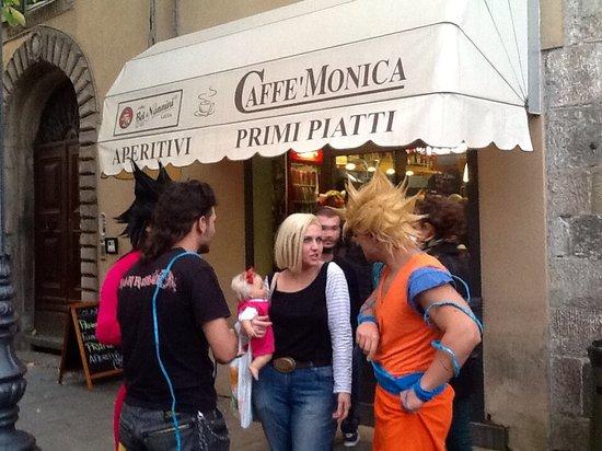 B&B La Rondine: Movida Lucchese solo al Bar Monica il Barino di Giò consigliato dalla Rondine Lucca casa vacanze