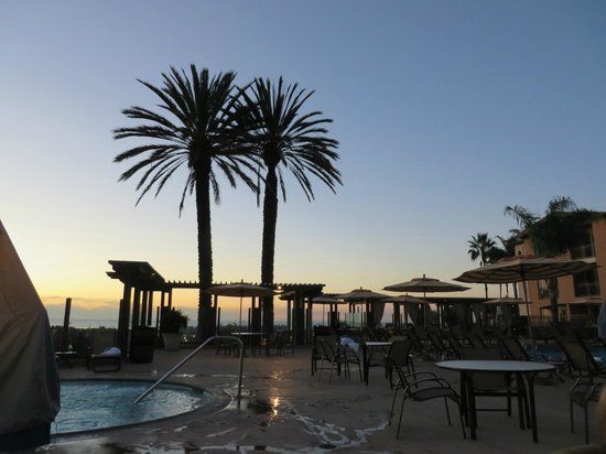Grand Pacific Palisades Resort and Hotel: Trying to catch the sunset from the adult pool area