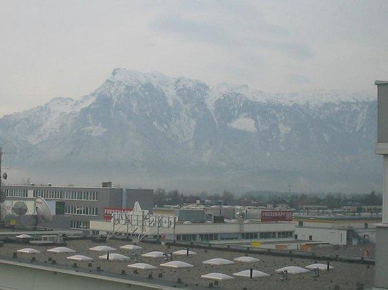 Ibis Budget Salzburg Airport: Vista Quarto