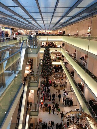De Bijenkorf: Αρκετά μεγάλο και ιδανικό για όσους τους αρέσουν τα πολυκαταστήματα. Πολύ καλές τιμές ειδικά την