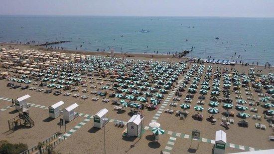 Montecarlo: vista spiaggia dalla camera