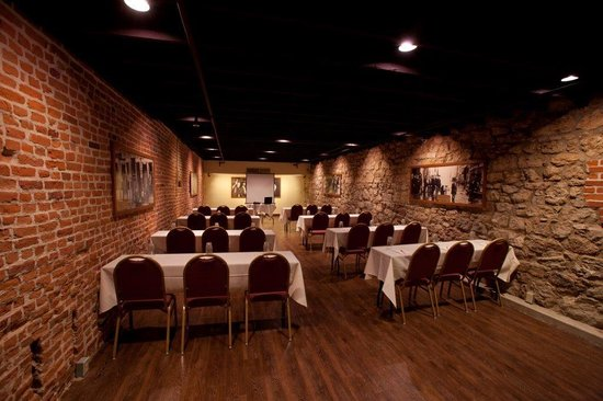 DeSoto House Hotel: Meetings and Banquets