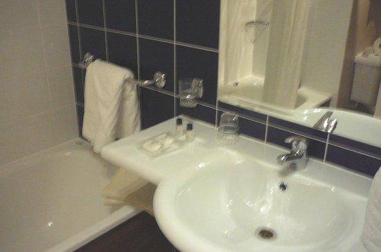 City Hotel: Sink & Pure bath supplies