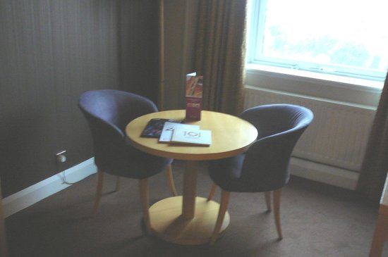 City Hotel: Table & 2 Chairs