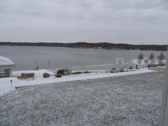 باي بوانت إن: Our view from the lakeside.