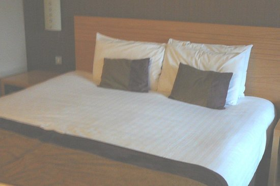 City Hotel: King Bed