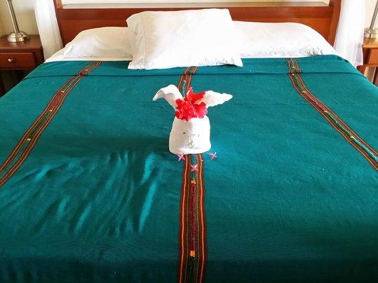 Belizean Dreams Resort : A Towel Bunny on our Bed