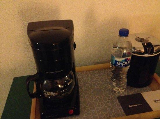 Barcelo Ixtapa: coffe maker, no coffee or condiments or cups