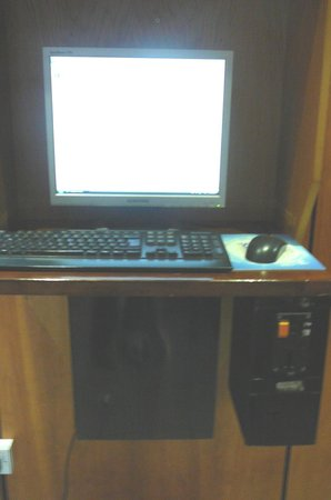 City Hotel : Charge to Use Computer in Lobby