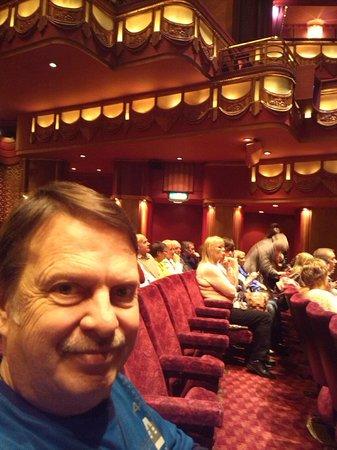 Jersey Boys London : Beautiful setting in the Theatre