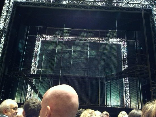Jersey Boys London : The stage was set!