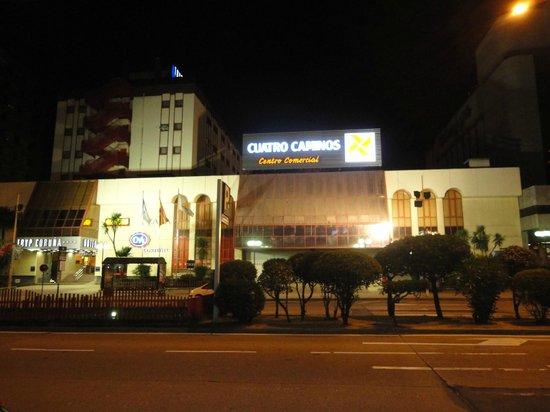 Tryp Coruna Hotel : Fachada - ao lado do shopping
