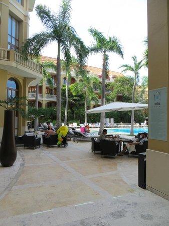 Sofitel Legend Santa Clara : pool and patio area