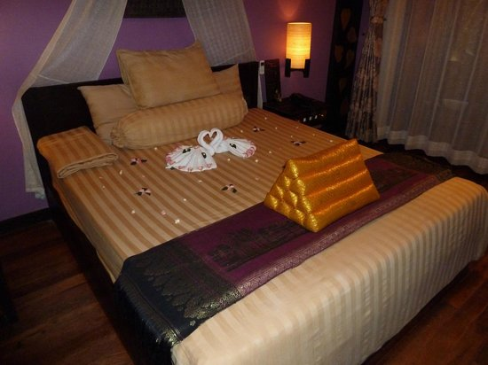 Golden Temple Hotel: Bed