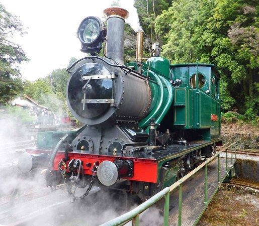 West Coast Wilderness Railway: Steam engine on turntable